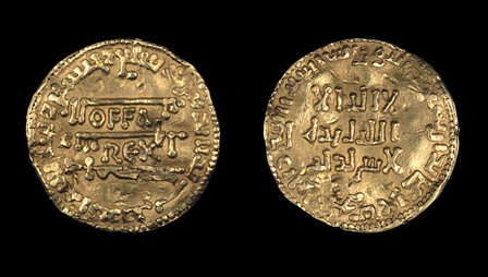 The front and back of a gold coin, inscribed with the name of King Offa of Mercia and an Arabic text.