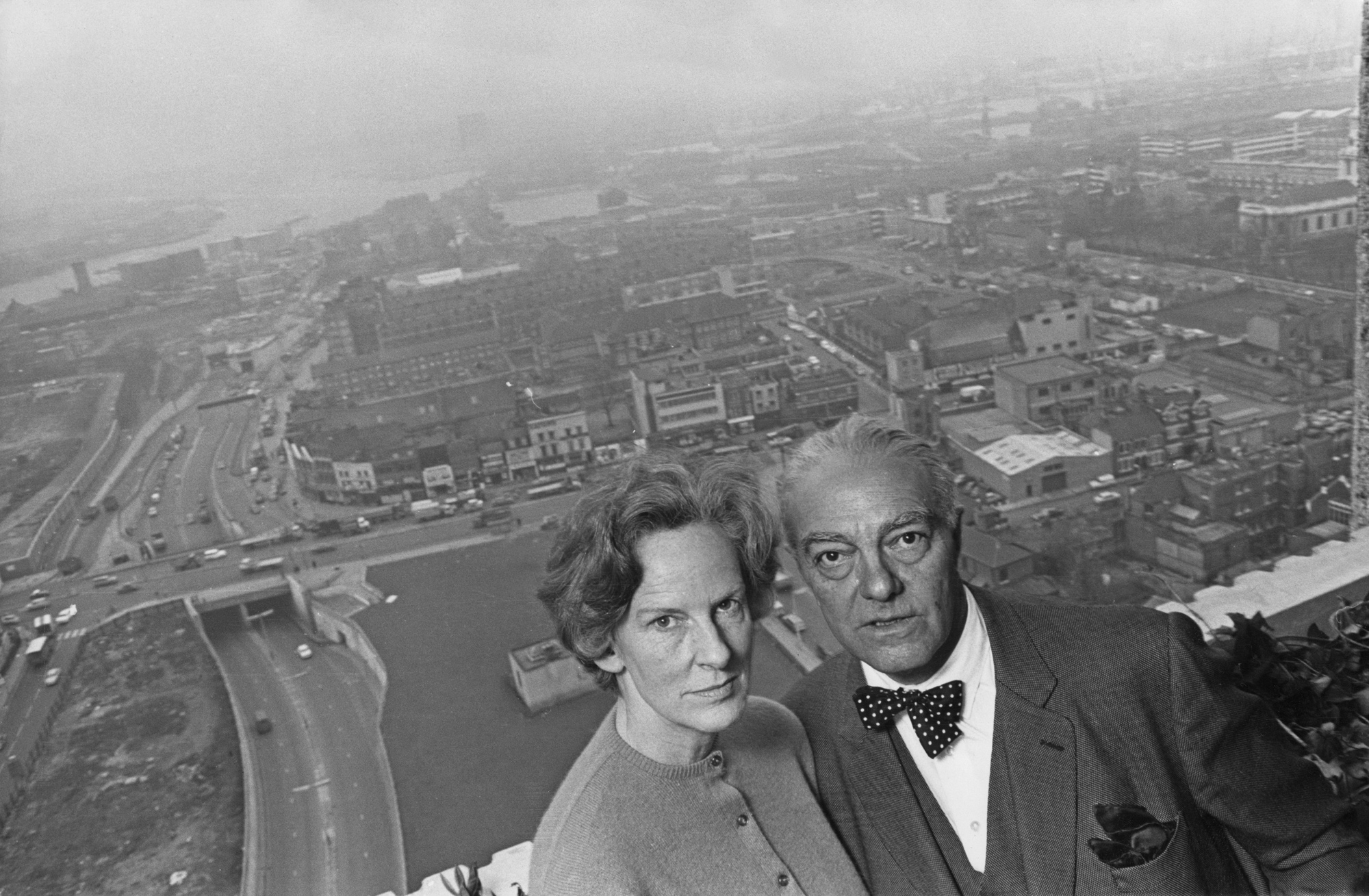 Photograph of Ernö and Ursula Goldfinger on their balcony in the Balfron Tower