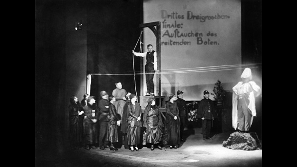 Premier Of Brecht S Musical The Threepenny Opera At The Theatre Am Schiffbauerdamm Berlin The British Library