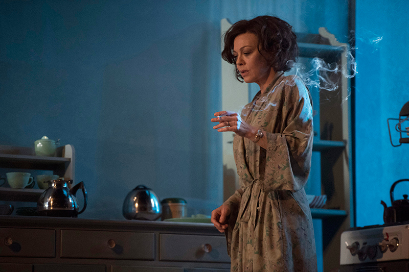 Photograph of The Deep Blue Sea by Terence Rattigan (National Theatre production, 2016)