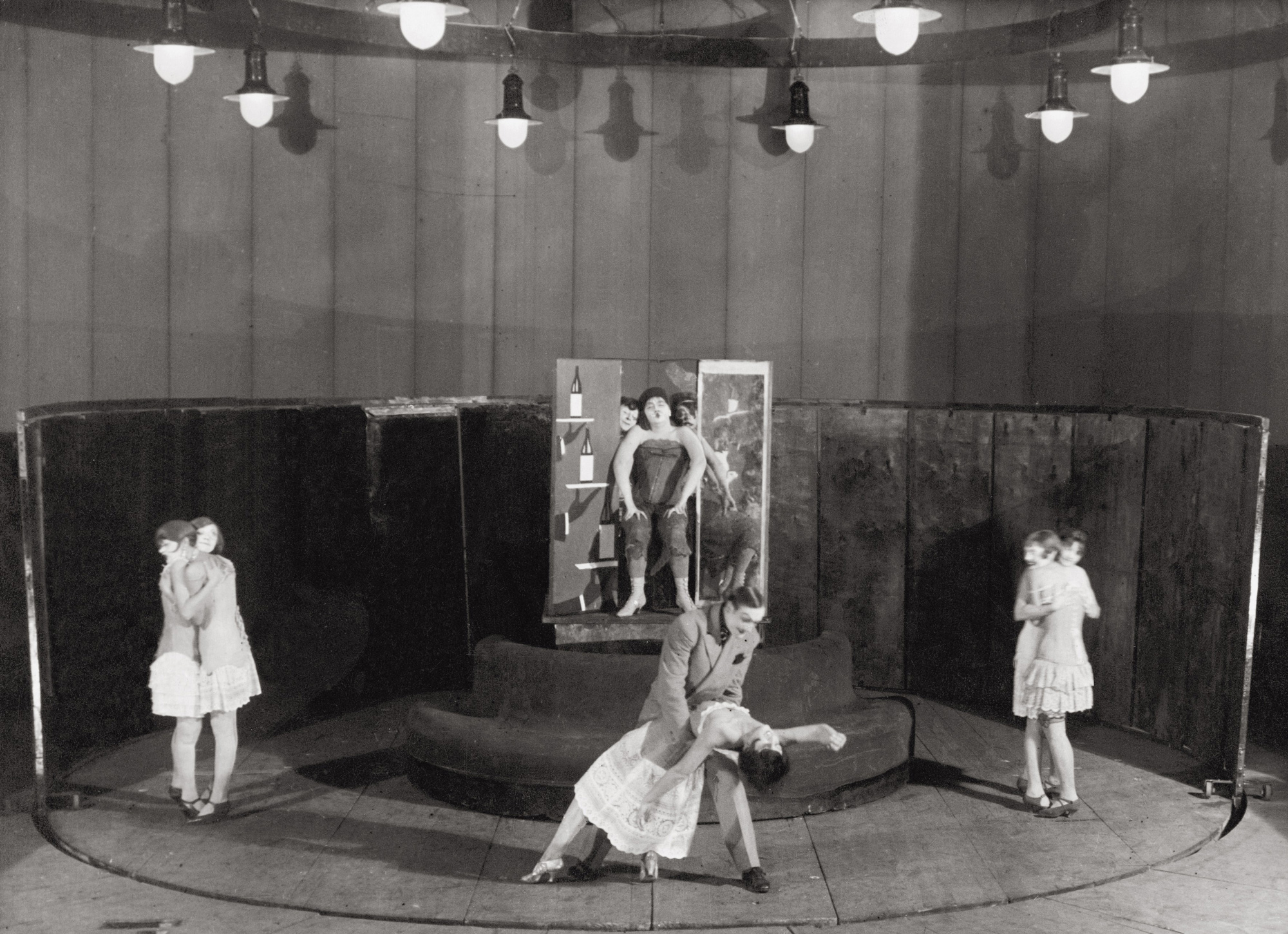 Photograph of a 1930s production of The Threepenny Opera, Moscow