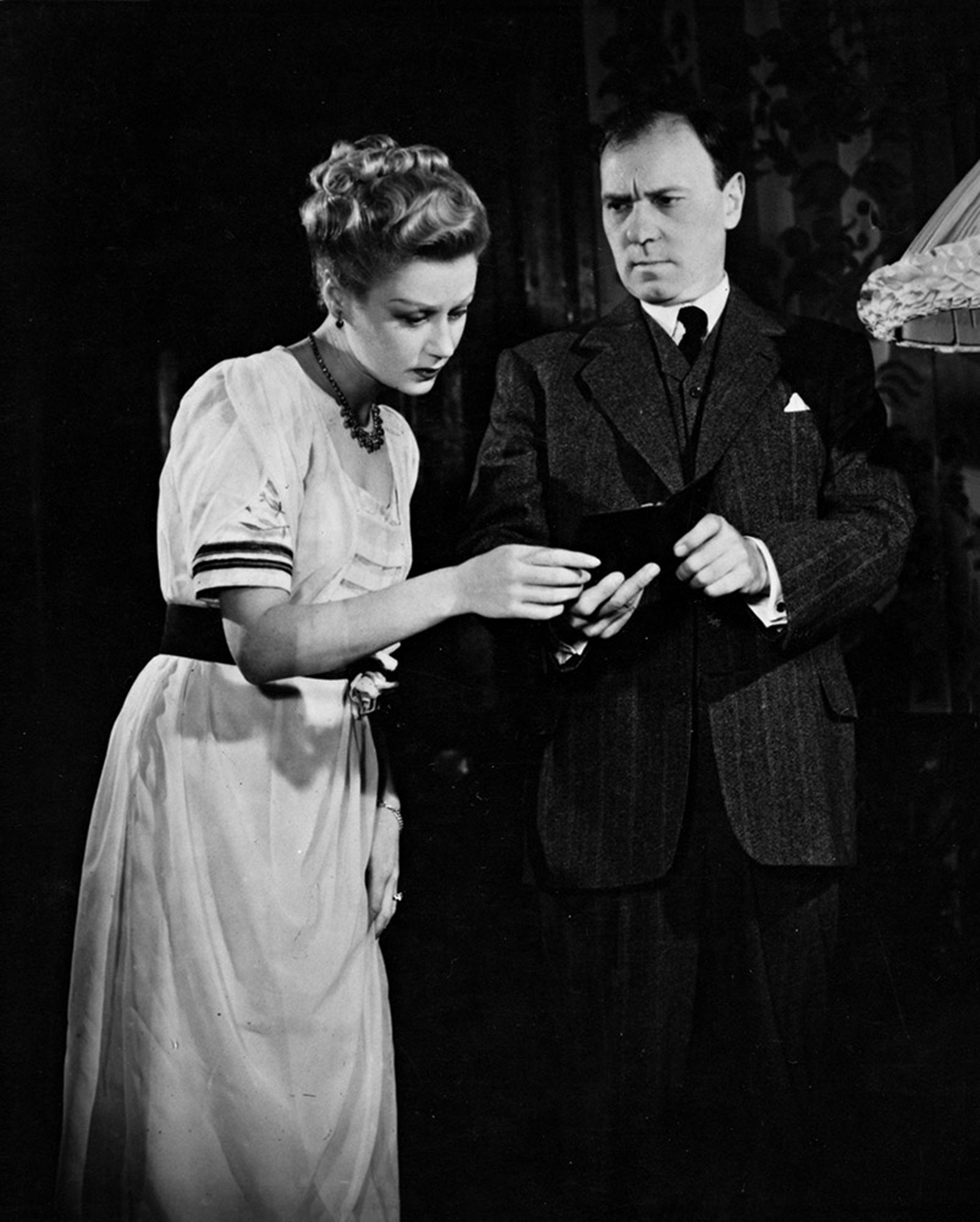 Photographs of An Inspector Calls by J B Priestley (1946 London premiere)