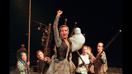Photograph of Juliet Stevenson in The Caucasian Chalk Circle