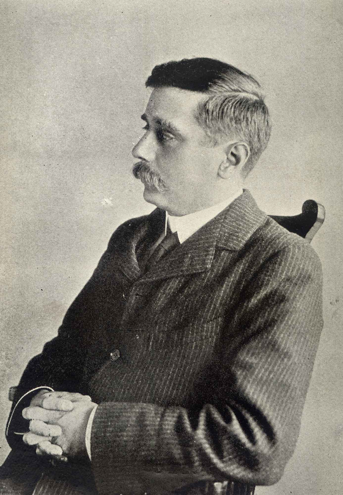 Photograph of Herbert George Wells (H G Wells), author of The Time Machine and War of the Worlds.
