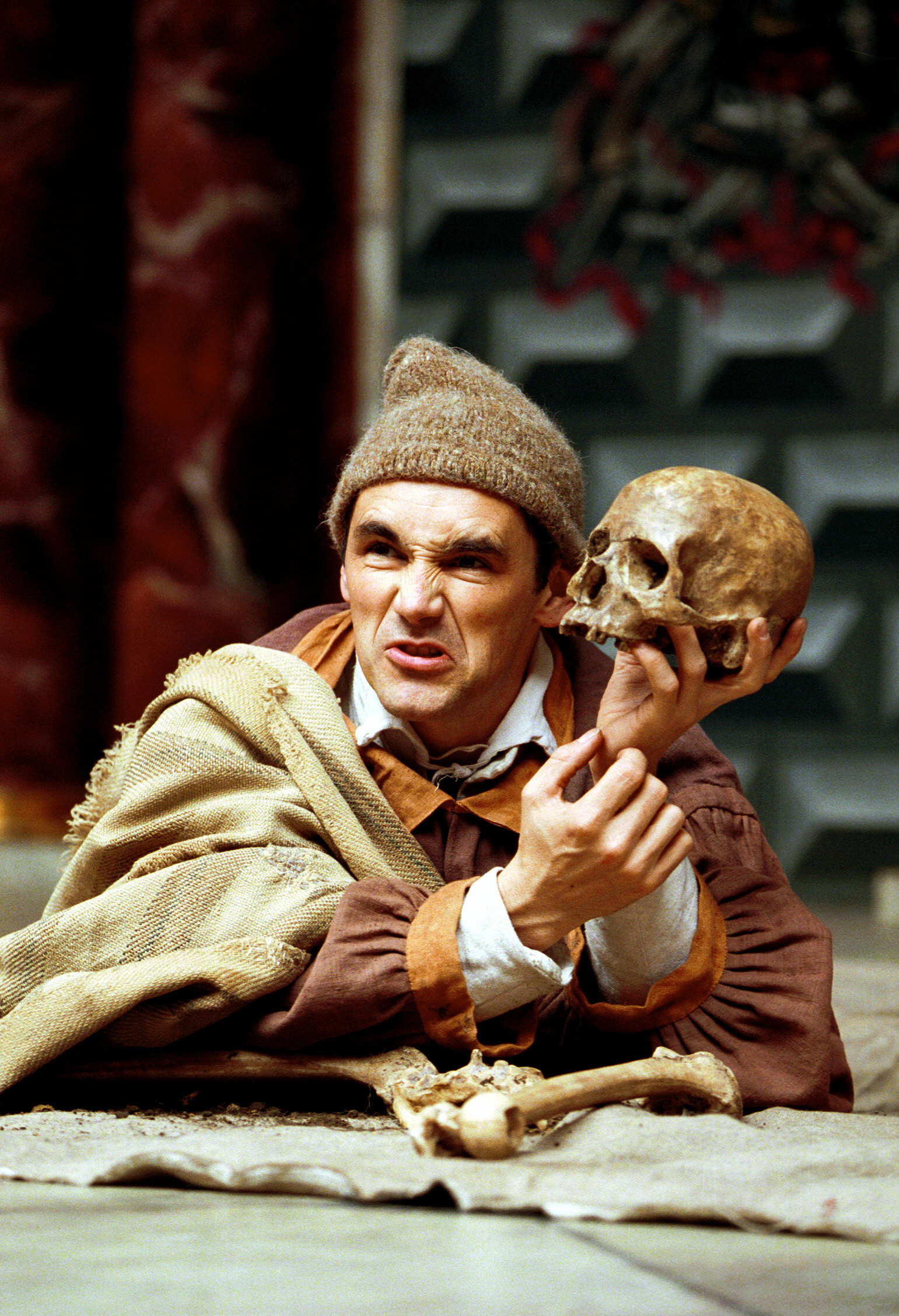 Photograph of Mark Rylance in Hamlet, 2000