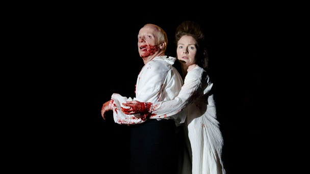 Photograph of Jonathan Slinger and Aislin McGuckin in Macbeth, 2011