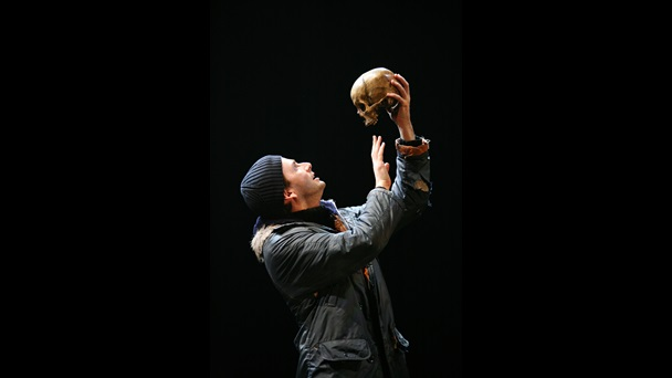 Photograph of David Tennant as Hamlet in 2008