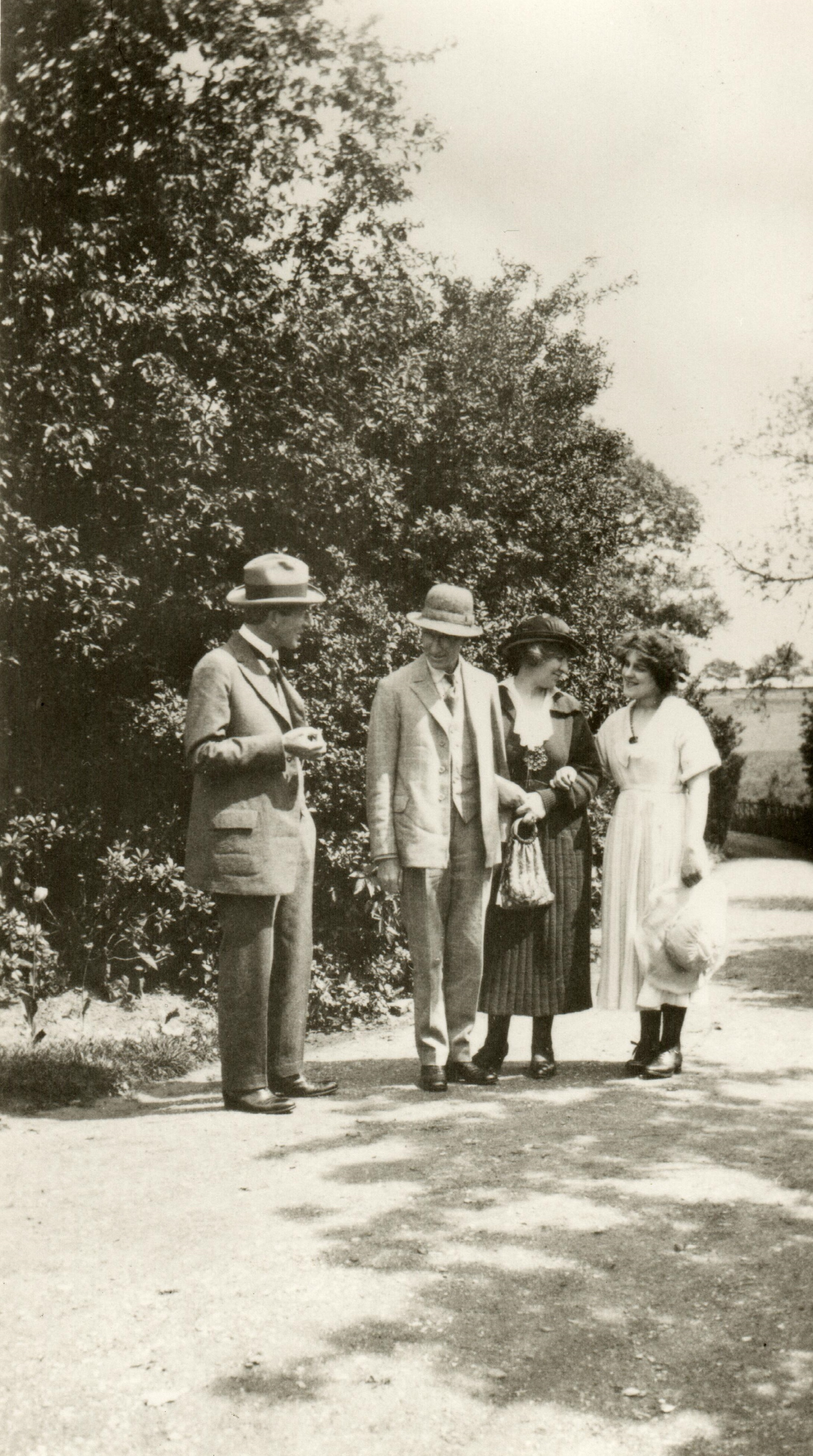 Group photograph, Jelka Rosen, Frederick Delius, Beatrice Harrison, Evlyn Howard-Jones