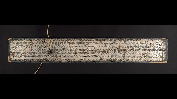 This manuscript is written in Pāli text on silvered palm leaves. The script is Burmese round script in black, and there are black lacquered decoration margins.