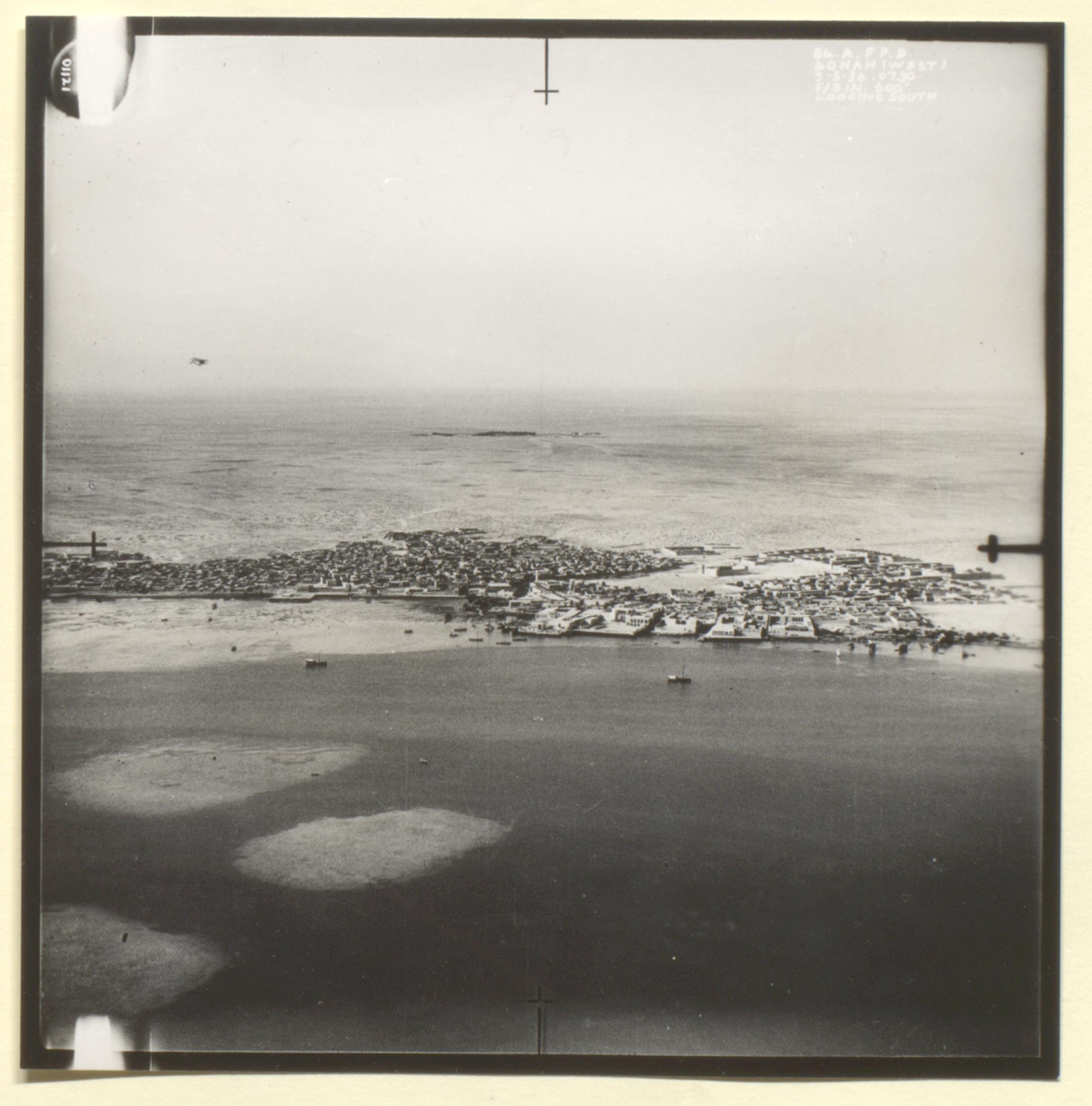 5th Royal Air Force photograph of Doha, Kara-Ana and Raiyan from a the file 'Air-route to India: Arab coast route; emergency landing ground at Qatar' (1934) (IOR/L/PS/12/1956)