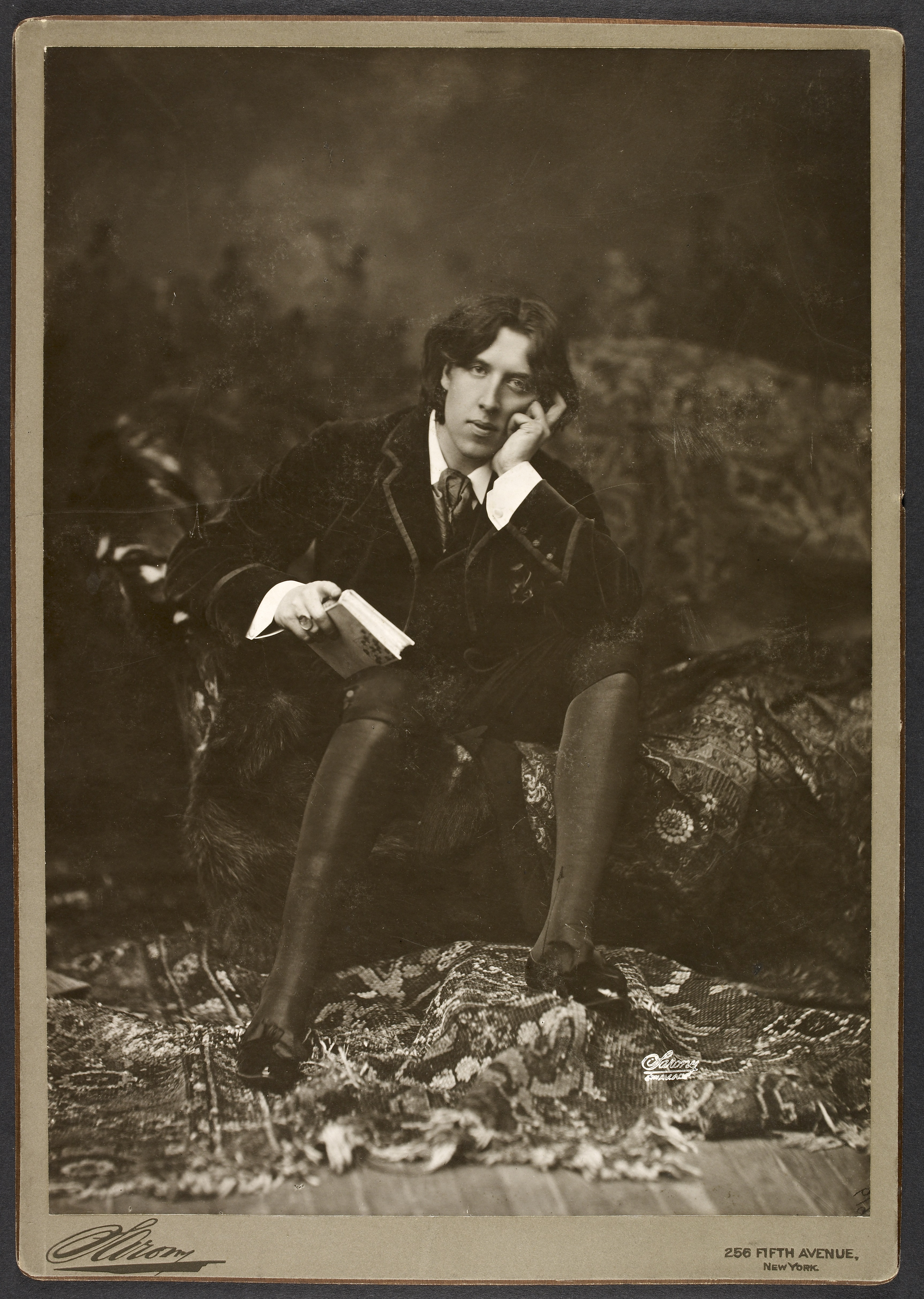Portrait of Oscar Wilde, New York, 1882. © British Library Board.