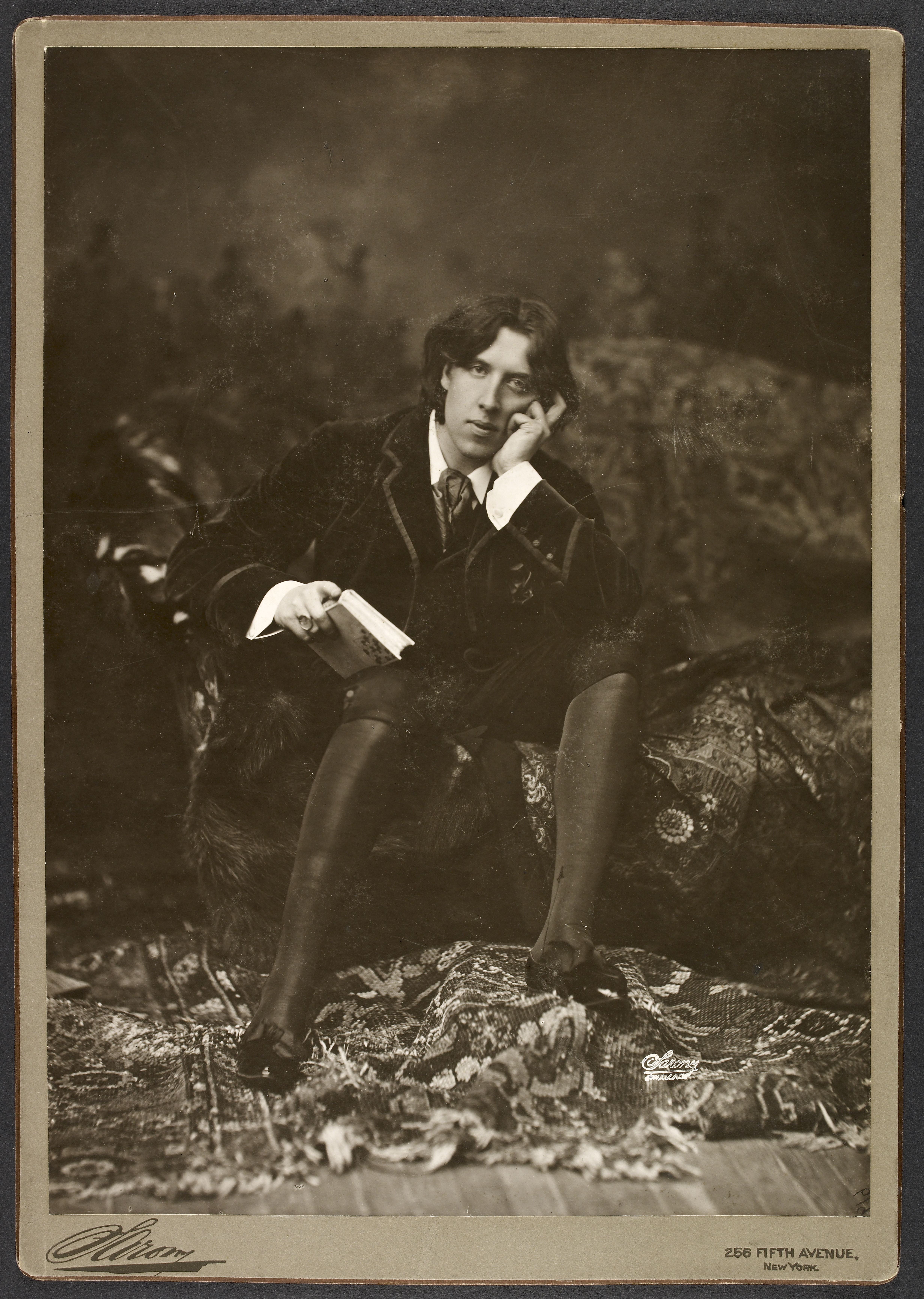 Add MS 81785 1. Portrait of Oscar Wilde by Napoleon Sarony, New York, 1882. © The British Library Board.