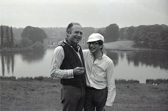 Jules Olitski (left) and Kasmin in the grounds at Blenheim.