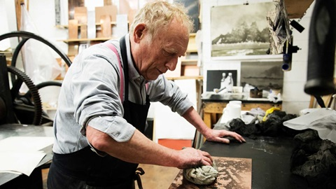 Norman Ackroyd in the studio. © Sandra Lousada. Image not licensed for reuse.