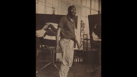 Frank Bowling in the life room at the Royal College of Art, c.1960. Courtesy of Frank Bowling Archive. Image not licensed for reuse.