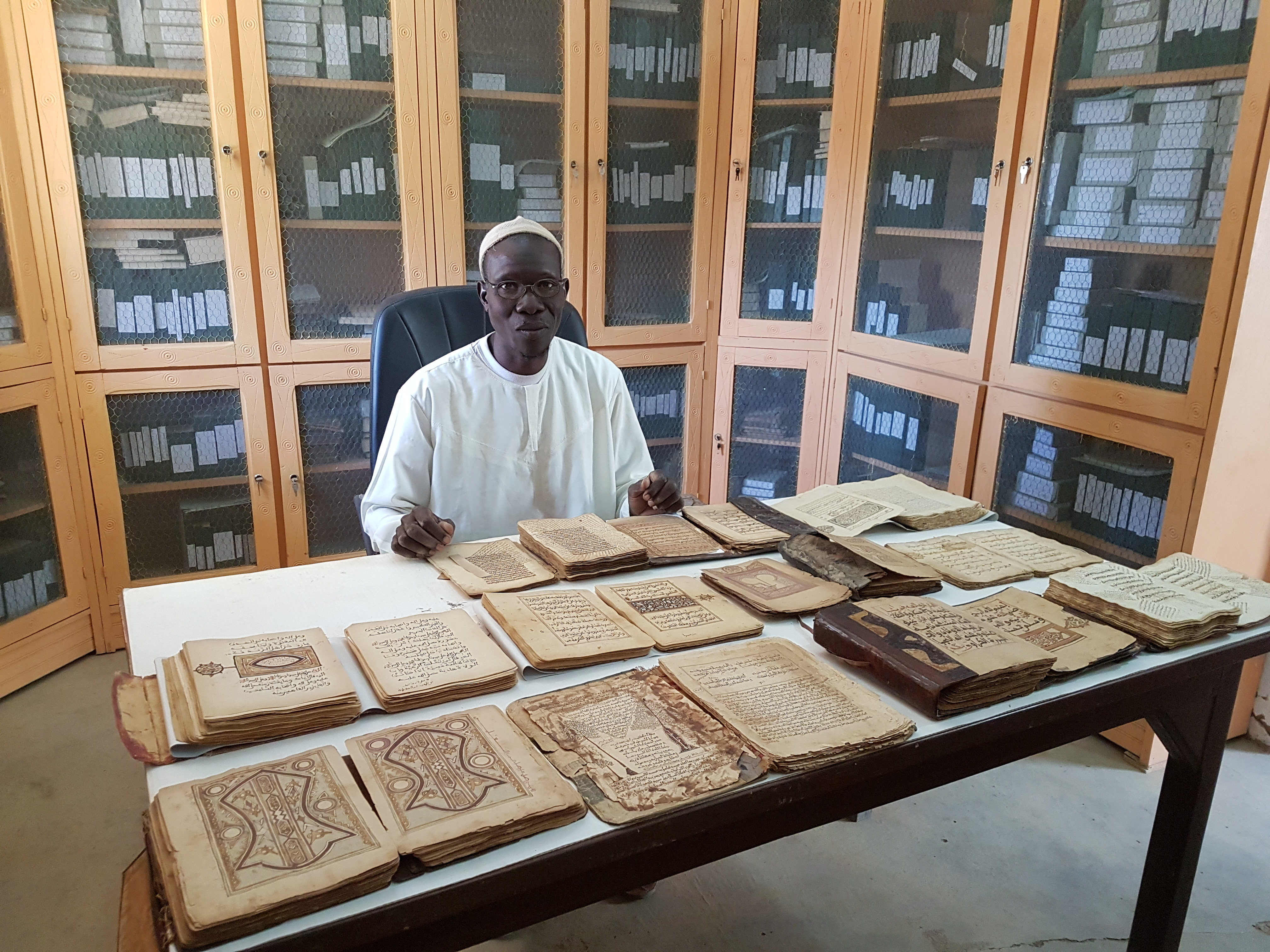 Archivist Garba Yaro with the  Djenné Library Manuscripts ©Sophie Sarin