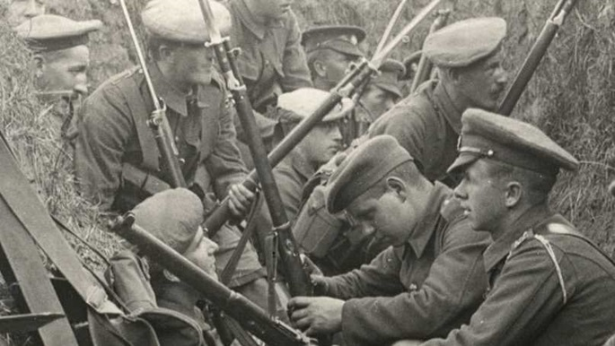 Photograph of men in trenches