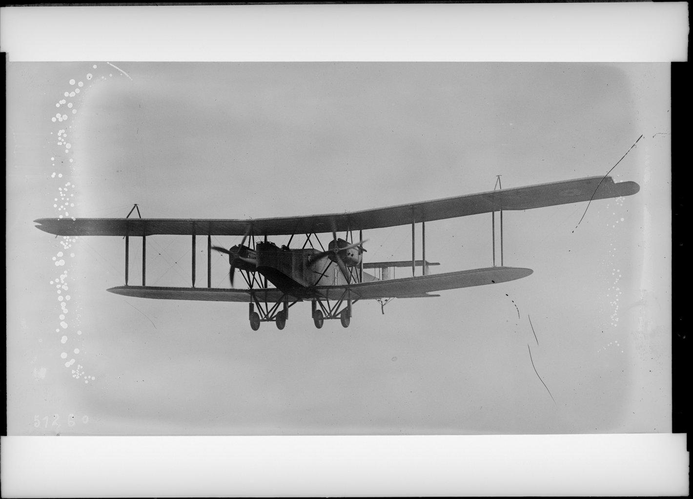 A British Handley Page 0/100 heavy bomber, first used operationally in 1917.