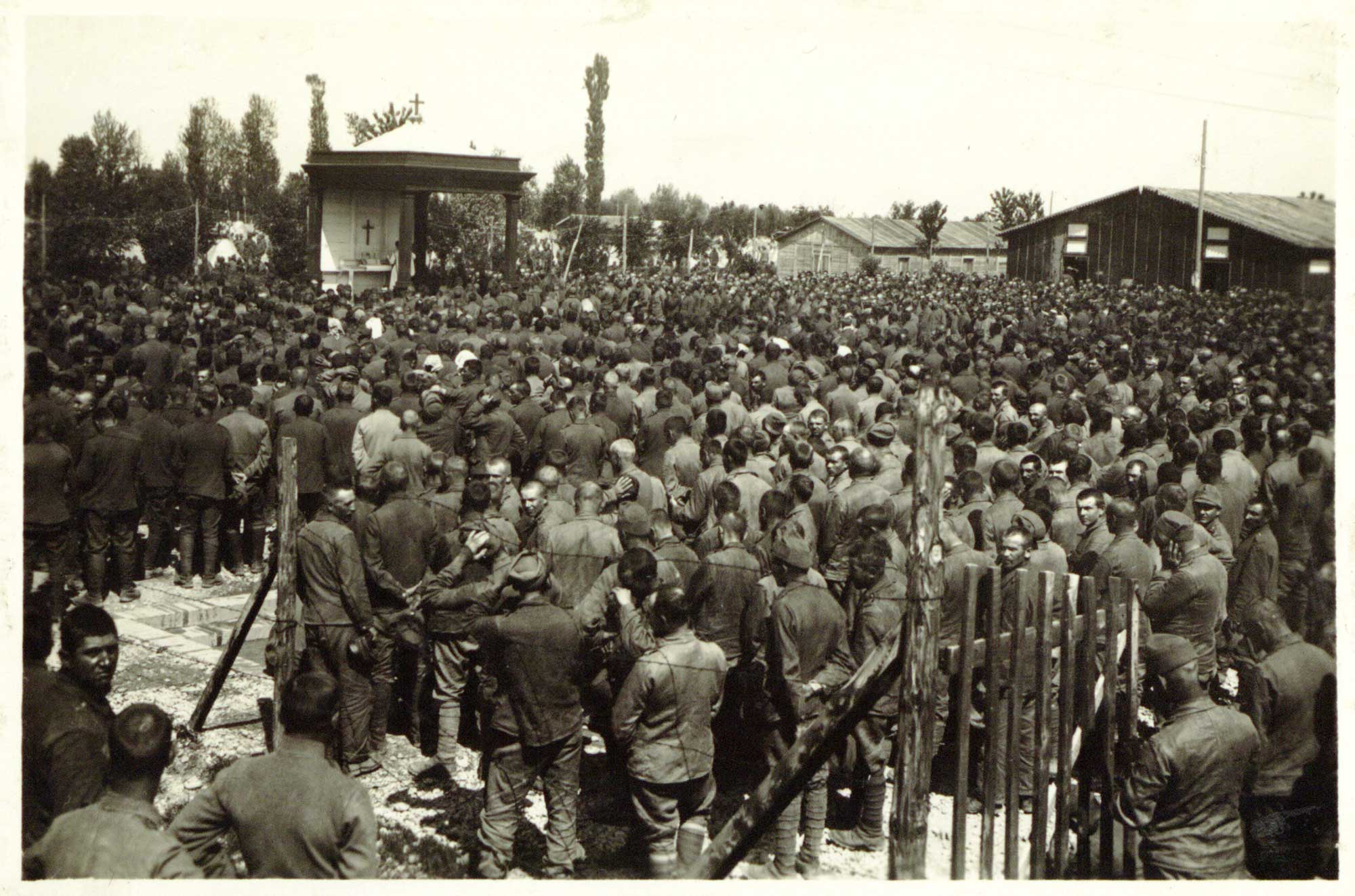 Austro-Hungarian prisoners in an Italian concentration camp attending a Roman Catholic mass, 1917.