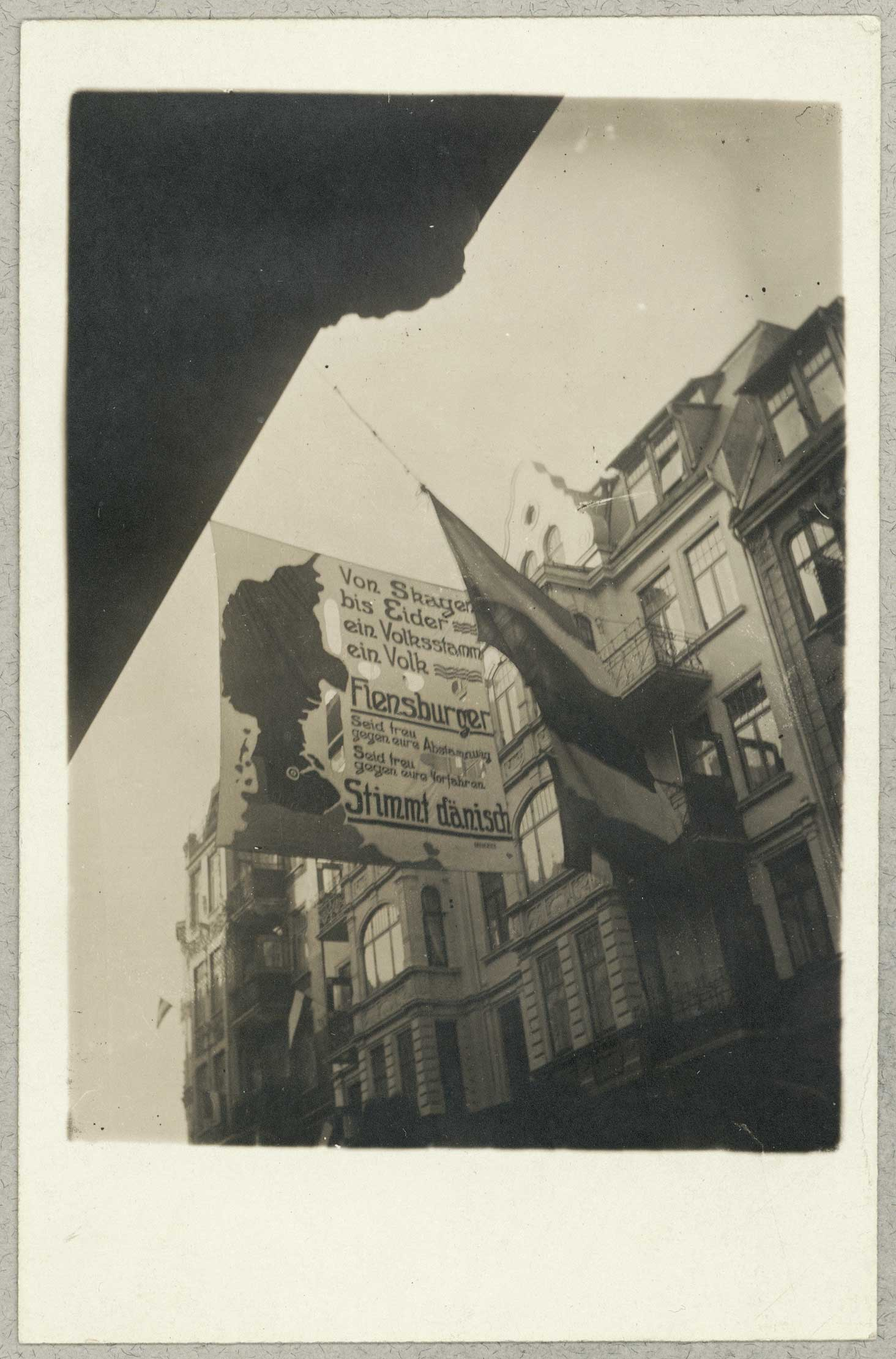 Campaigning following one of the referendums decreed by the Treaty of Versailles. This huge banner in Flensburg urged people, in German, to vote in favour of Danish rule over German. A majority of 75% voted in favour of German rule.