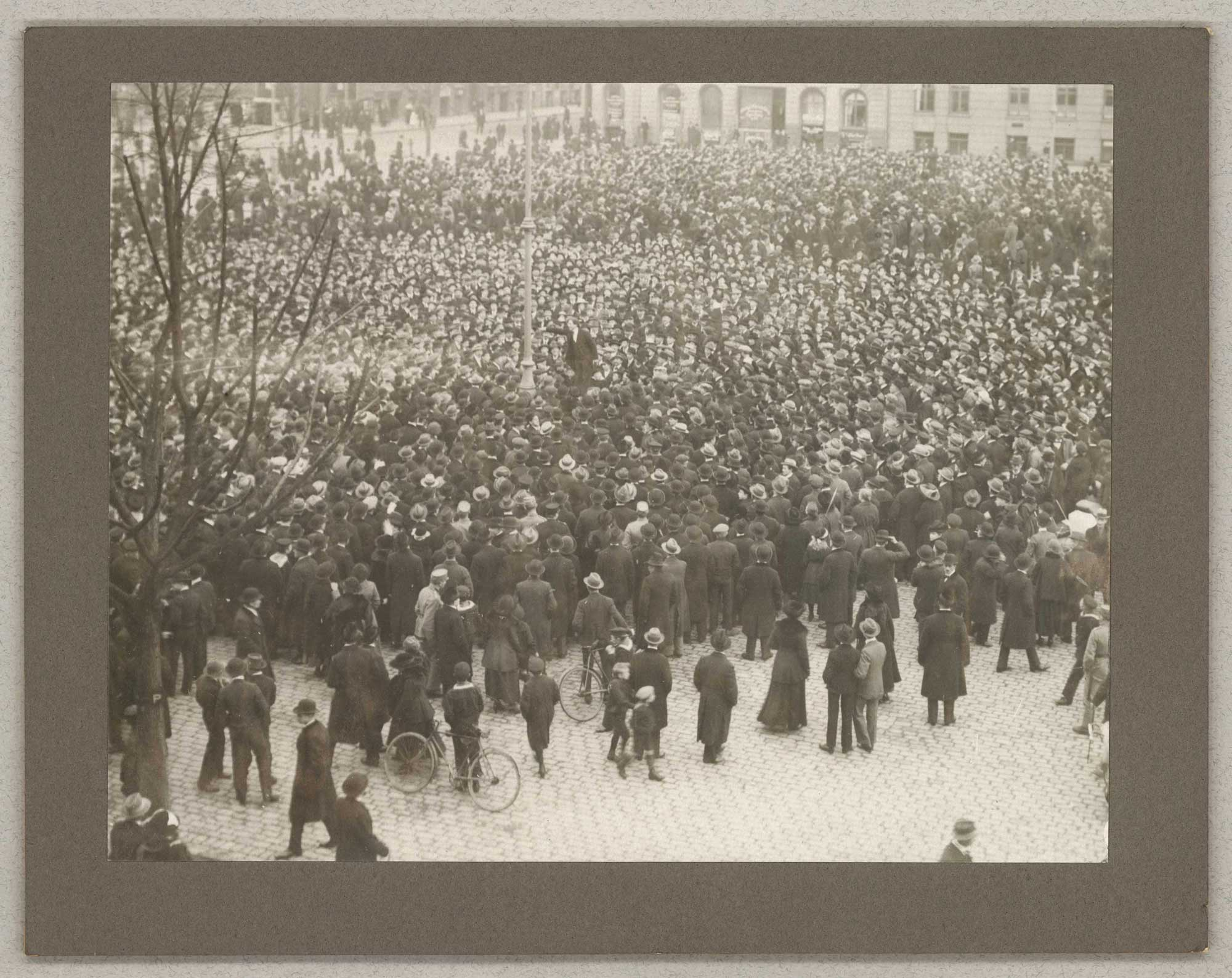 Danish syndicalist Thørger Thørgersen speaking at a demonstration in Copenhagen (Grønttorvet)