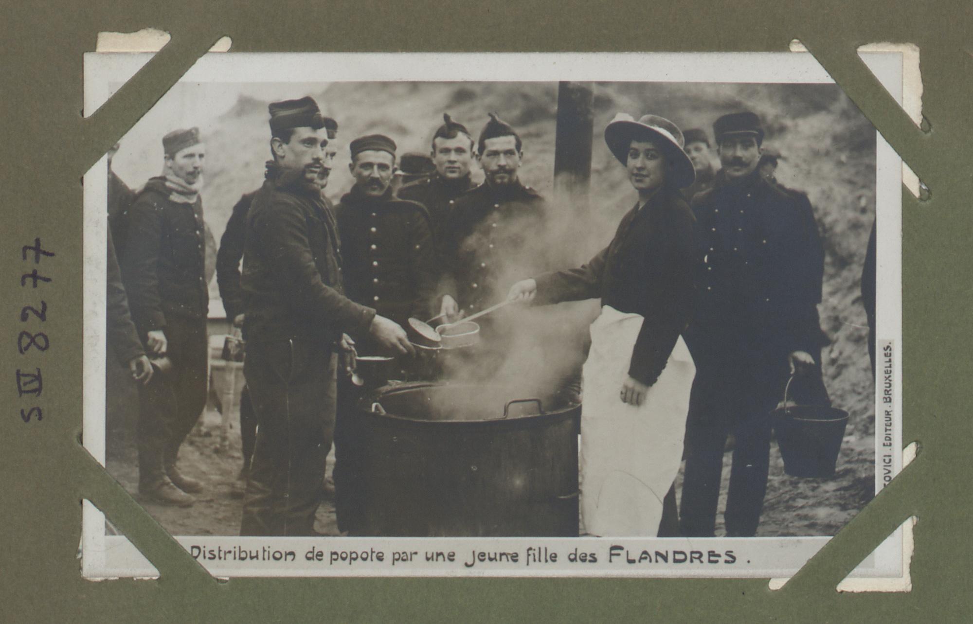 Distribution de popote par une jeune fille des Flandres