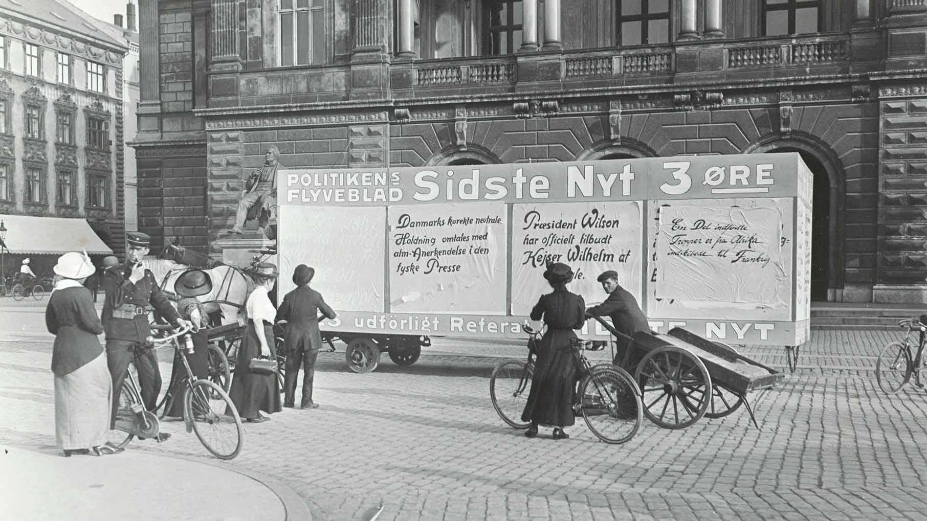War news on wagon in Copenhagen (detail)