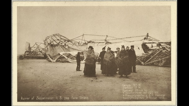 Postcard with photograph of a German zeppelin crashed on Fanø and crowd of civilian figures stood in foreground