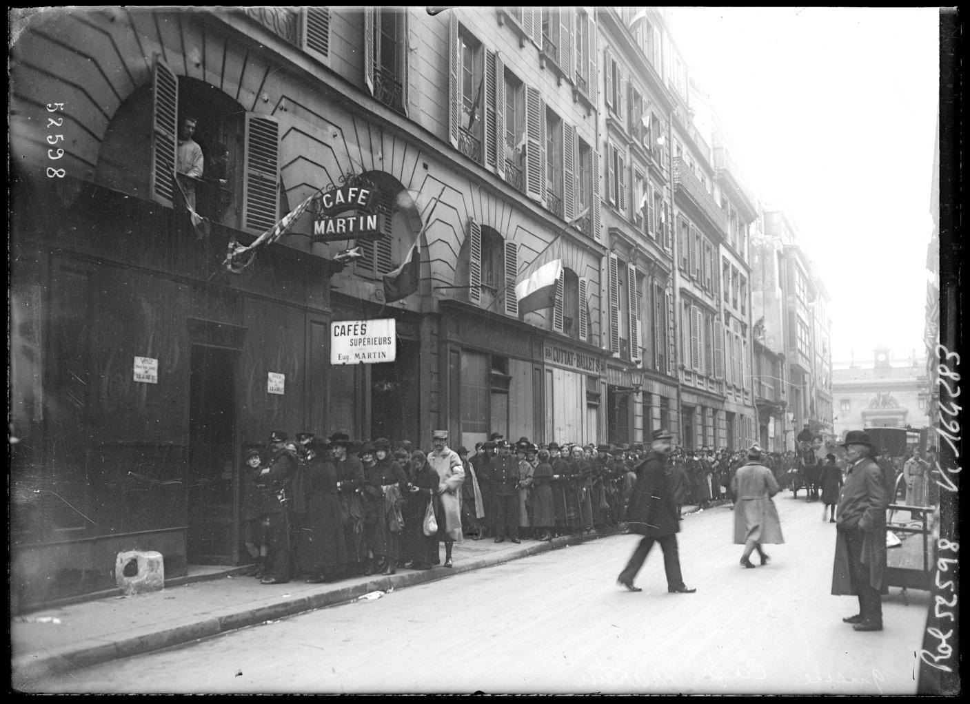 Taken a month after the end of the war, this photograph shows civilians queuing to buy coffee at Café Martin in Paris. Rationing continued in France even after the end of the First World War.