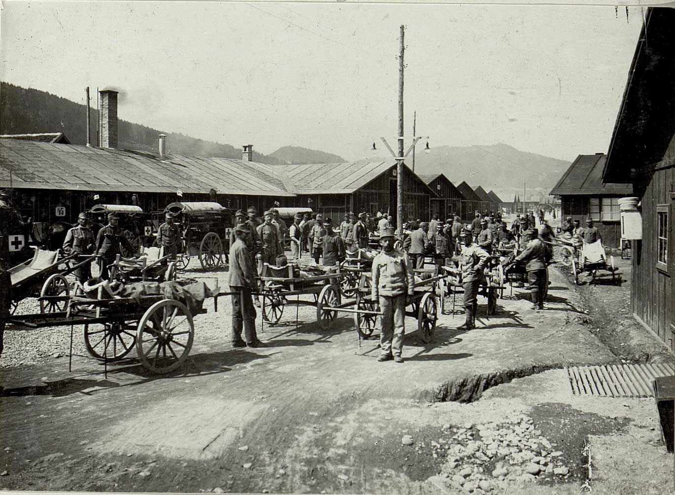 The railway network was used to transport not just goods, weapons and ammunition, but also sick and wounded soldiers. This photograph shows a 'sick sorting post' in Pradl near Innsbruck.