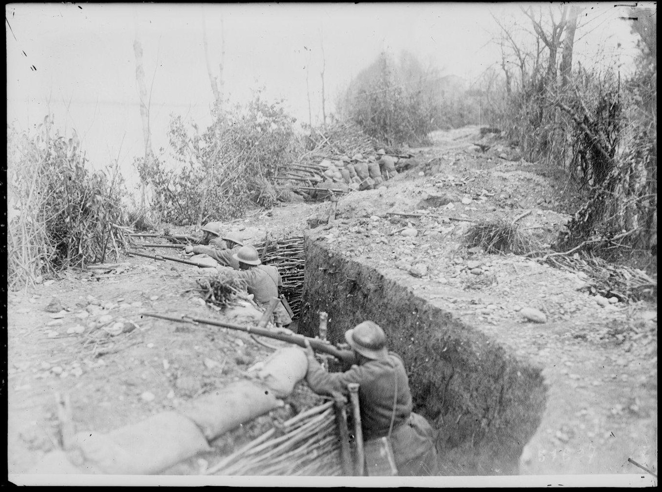 A trench at the Italian Front in May 1918. The soldiers are equipped with the Lebel rifle and the Adrian helmet, both issued in 1915.