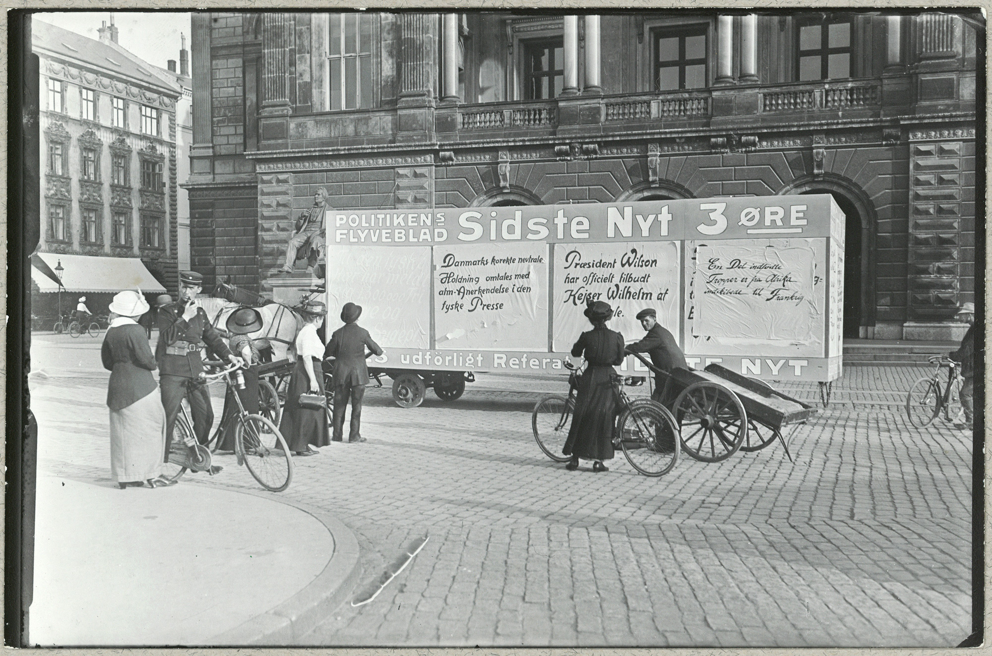 War news on wagon in Copenhagen
