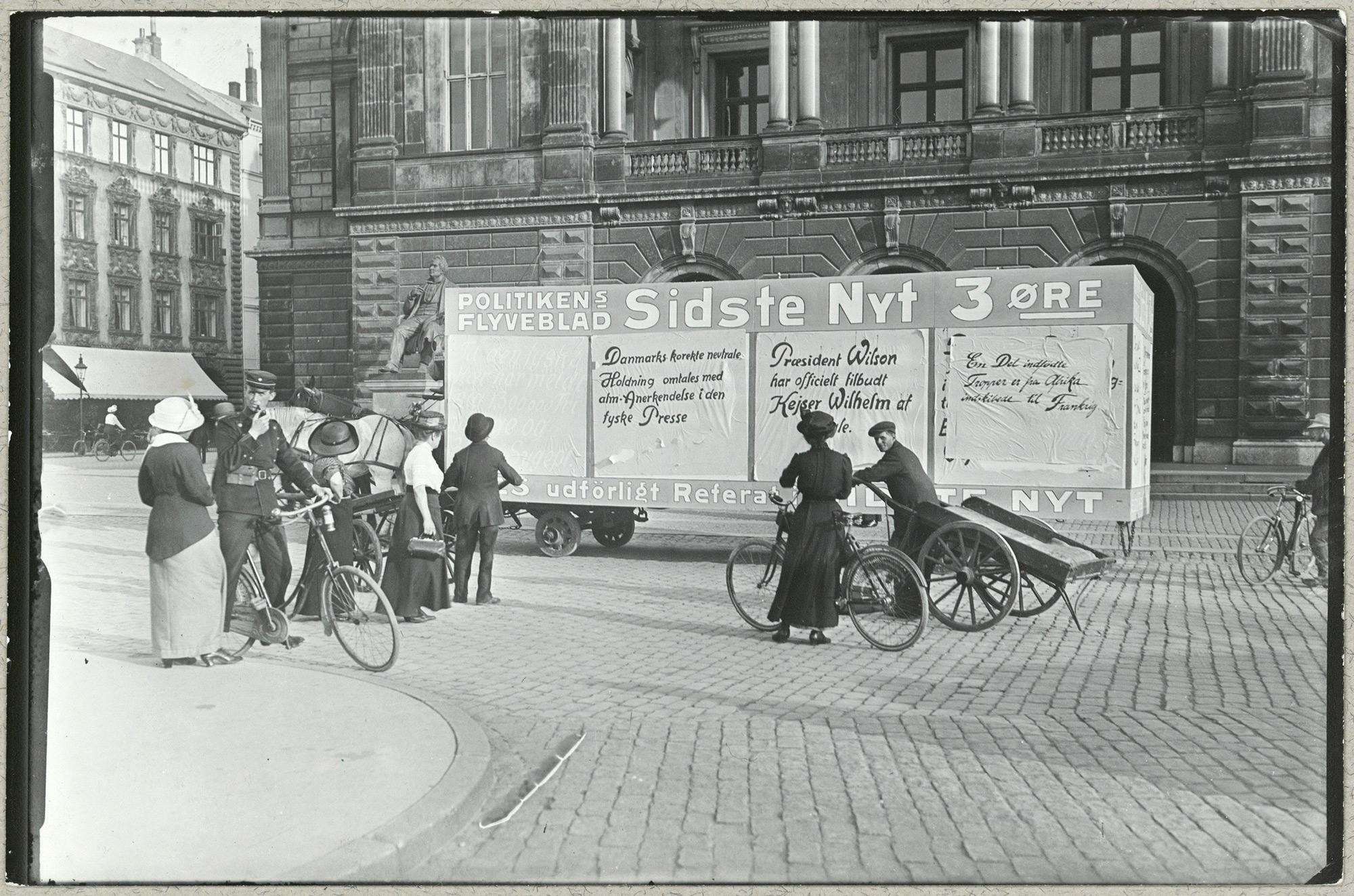 War news on wagon in Copenhagen