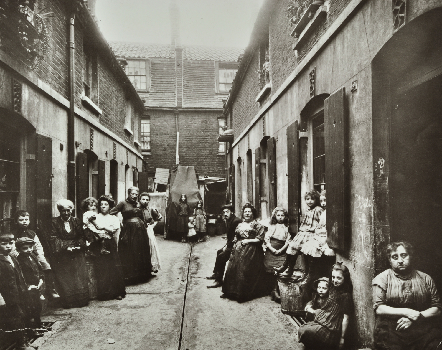 the life in rio in 19th century in aluisio azevedos the slum Britain - changing lives titus salt was a mid-19th century factory owner who created what was life like in the urban slums of early industrial britain.