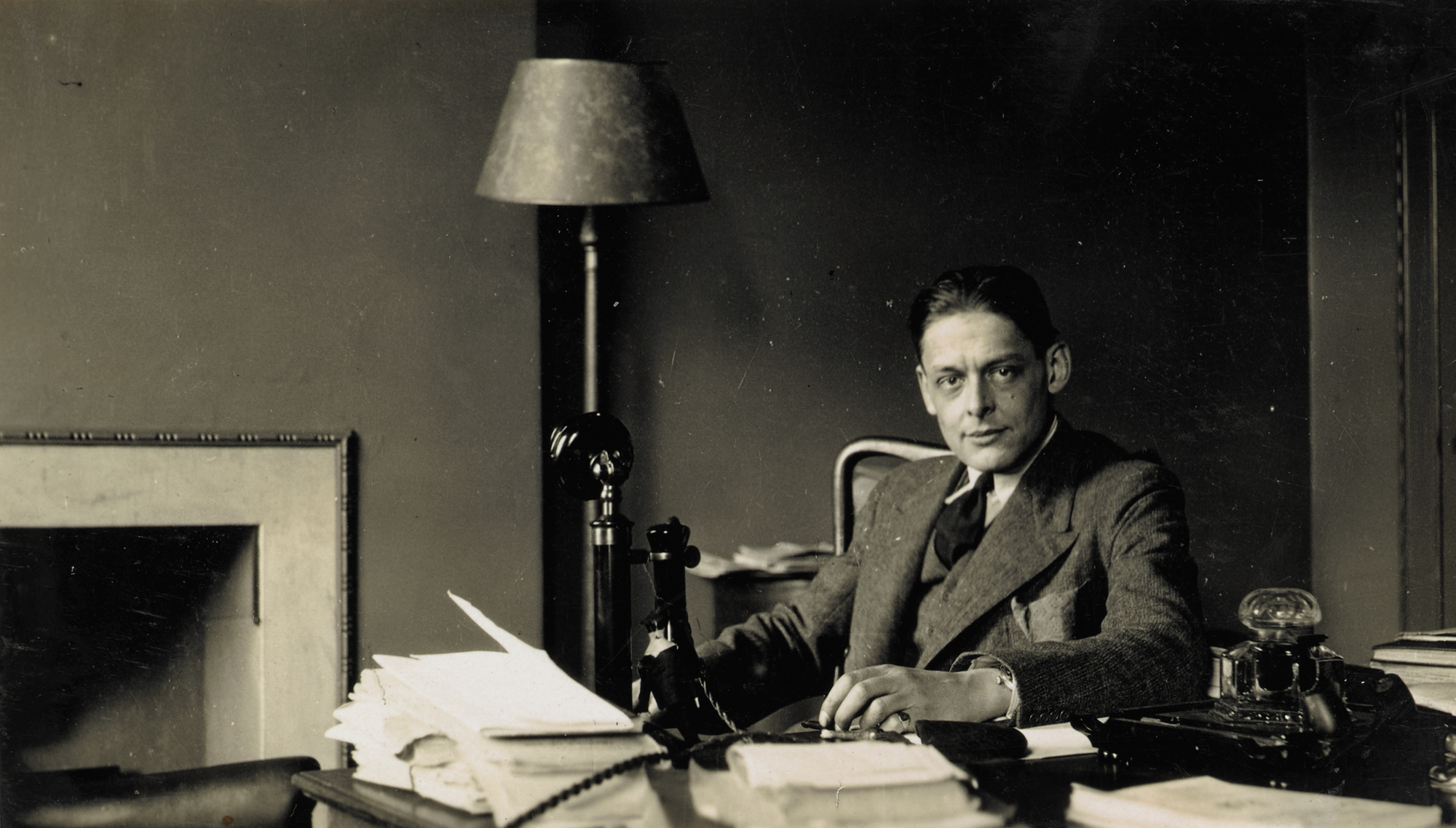 t s eliot style of writing T s eliot - poet - born in missouri on september 26, 1888, t s eliot is the author of the waste land, which is now considered by many to be the most influential poetic work of the twentieth century.