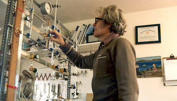 James Lovelock in his Coombe Mill laboratory, 1980s