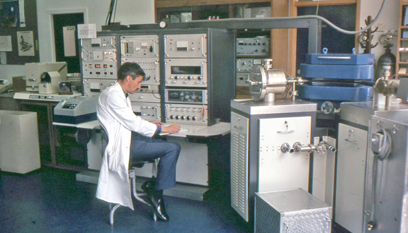 Technician Roy Goodwin operating one of the Oxford mass-spectrometers used in geological age determinations