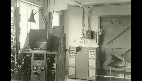 Equipment for detection of radio echoes from meteors at Jodrell Bank Observatory, 1950s
