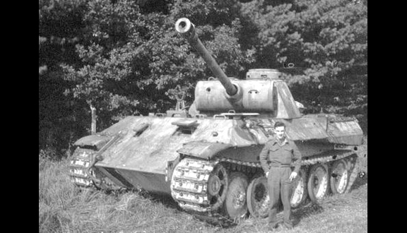 Ralph with a German Panther tank at Volkenrode, 1946