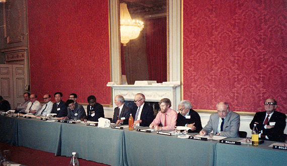 First meeting of the Intergovernmental Panel on Climate Change (IPCC), 1998