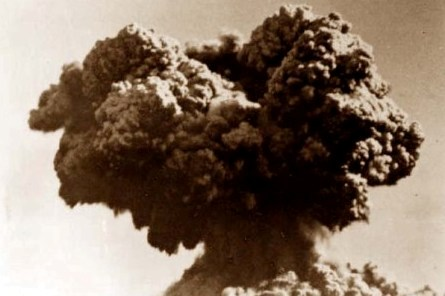 Explosion cloud from the Operation Hurricane atomic bomb test, 3 October 1952 PD-AUSTRALIA